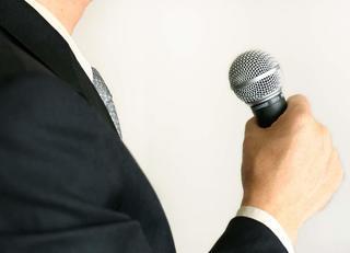 原稿なしで魅力的なスピーチをする方法