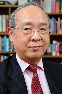 <strong>プラップジャパン社長 杉田 敏</strong>●「朝日イブニングニュース」「シンシナチ・ポスト」記者、日本GE副社長などを経て現職。1987年から20年以上NHKラジオ「ビジネス英会話」などの講師を務める。
