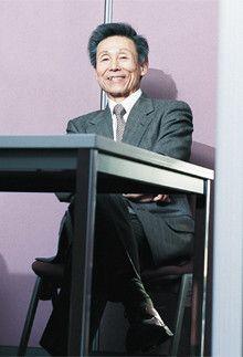 <strong>さわかみ投信社長 澤上篤人<br></strong>1947年、愛知県生まれ。山一証券、スイス・ピクテ銀行日本法人代表などを経て、96年にさわかみ投資顧問(現・さわかみ投信)を設立。30年以上のキャリアを生かした独自の運用哲学のもと、個人投資家向け小口投資信託「さわかみファンド」を運用する。