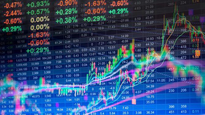 モニタに表示されるマーケットのデータ