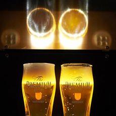 ビールのうまさは泡で決まる。プレモル…