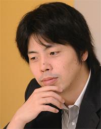 <strong>ミクシィ社長 笠原健治</strong>●1975年、大阪府生まれ。東京大学経済学部卒。97年に求人情報サイトの運営を開始し、99年にイー・マーキュリー(現ミクシィ)を設立。2006年、東証マザーズに株式上場。