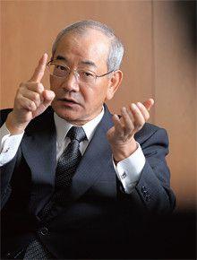 <strong>廣瀨博</strong>●ひろせ・ひろし<br>1944年、岡山県生まれ。67年神戸大学経営学部経営学科卒業、住友化学工業(現・住友化学)入社。94年総務部長、2001年取締役、03年執行役員、04年常務執行役員、06年取締役常務執行役員、07年取締役専務執行役員、08年副社長。09年4月より現職。