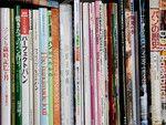 自宅・仕事場の書棚に並ぶパンの専門書。つくり方だけでなく、歴史や接客法、絵本まで、「パンに関わるすべてを広く学びたい」と集めて読破。目指すのは「パン屋さんを楽しくすること」という。
