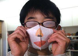 365日マスク「顔を晒さない」人々の思惑