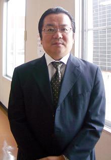 <strong>岩本勝幸●いわもと・かつゆき/ウオエイ社長</strong><br>1961年、長崎県生まれ。83年、東京学芸大学教育学部卒業後、西武百貨店に入社。筑波店、商品部、営業企画室などで勤務。95年、アンダーセン・コンサルティング(現アクセンチュア)入社。2000年、フューチャーシステムコンサルティング(現フューチャーアーキテクト)入社。07年、経営不振に苦しんでいた魚栄商店の再生を命をうけて同社社長に就任。08年、フューチャーアーキテクト、シニアディレクターに就任。