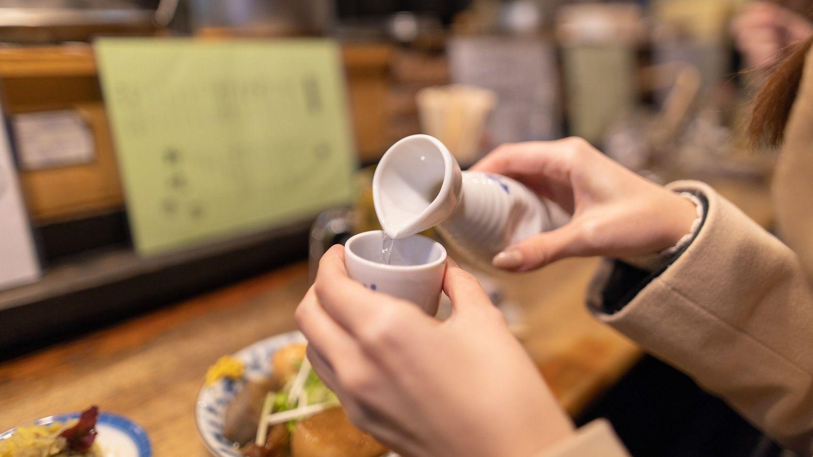 若者が日本酒を飲まなくなったこれだけの理由 日本酒の消費量はピークの3分の1に