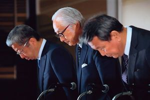 今後、日本郵政が復活するためには、株式売却と、海外戦略だ。