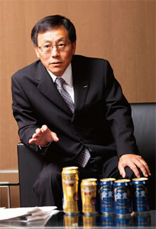<strong>相場康則 サントリー酒類社長</strong>●1949年5月24日生まれ。慶應義塾大学商学部卒。74年4月サントリー入社。87年3月洋酒事業部課長。94年3月ビール事業部営業部長。2000年3月ビール事業部長。04年9月首都圏営業本部長。07年3月常務。08年3月ビール事業部プレミアム戦略部長。09年4月サントリーHD常務、サントリー酒類社長。就任以来、ハイボールの販売も絶好調。