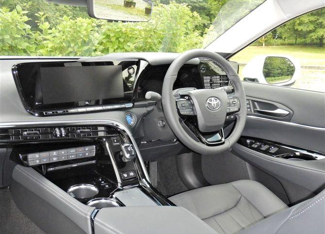 「新型MIRAI」の車内