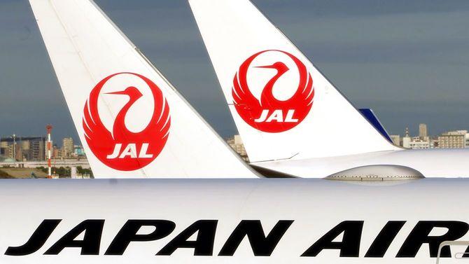 羽田空港のJALの旅客機(東京都大田区=2020年11月22日)