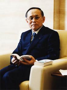 <strong>日本生命 宇野郁夫会長</strong>●1935年生まれ。59年東京大学卒業後、日本生命保険相互会社入社。人事部長、取締役人事部長、常務取締役国際金融本部長、常務取締役首都圏営業総局長などを経て、94年、同社代表取締役副社長就任。97年代表取締役社長。2005年より現職。
