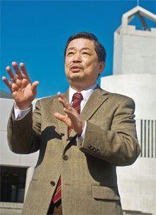 <strong>石井淳蔵●いしい・じゅんぞう</strong><br>1947年、大阪府生まれ。神戸大学大学院経営学研究科博士課程修了。神戸大学大学院経営学研究科教授などを経て、2008年4月より、流通科学大学学長。専攻はマーケティング、流通システム論。『ブランド』『マーケティングの神話』など著書多数。プレジデント誌連載「ビジネススクール流知的武装講座」の執筆陣の一人でもある。