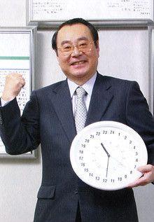 <strong>ファミリーマート社長 上田準二</strong><br>1946年、秋田県生まれ。<br>山形大学を卒業後、伊藤忠商事に入社。<br>畜産部長、プリマハム取締役などを経て、2000年に顧問としてファミリーマートへ。<br>02年より現職。