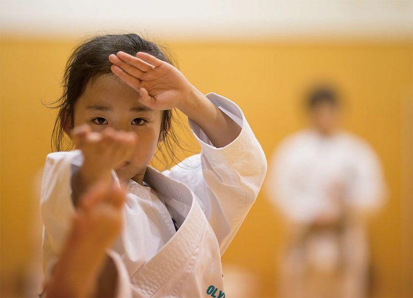 動画500万再生の金メダル候補「9歳空手少女」に親がかけた魔法