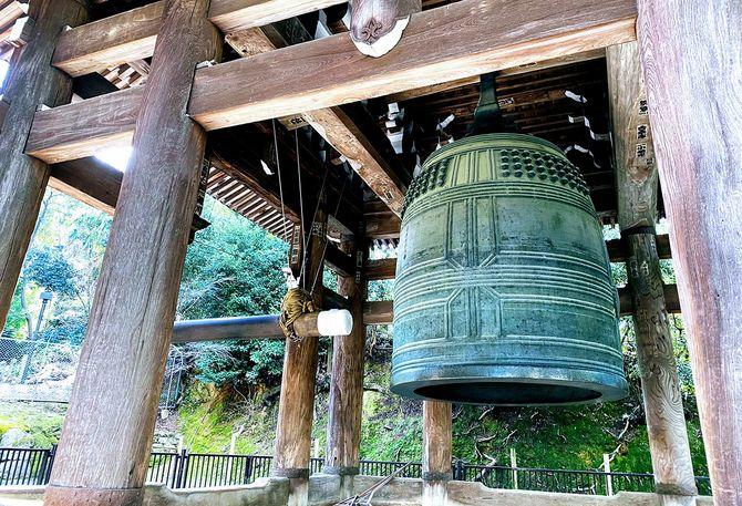 日本三大梵鐘のひとつ、巨大な知恩院の梵鐘は重要文化財指定であるため供出を免れた
