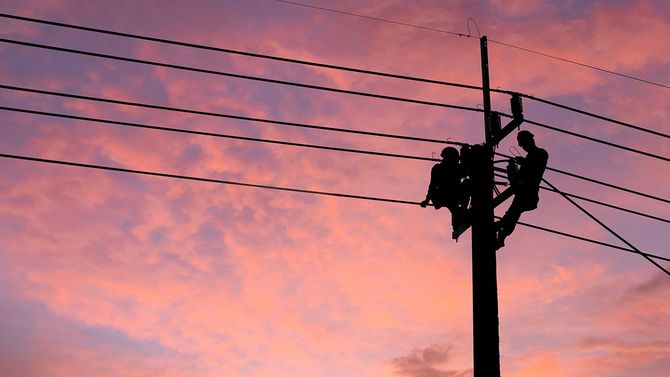 電力ケーブル線の問題を修復