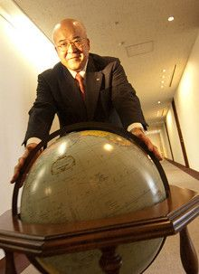 <strong>JTB社長 田川博己</strong><br>1948年、東京都生まれ。慶應義塾大学商学部卒業後、日本交通公社入社。取締役営業企画部長、常務、専務を経て、2008年6月より現職。趣味はタウンウオッチング。様々なことに興味を持ち観察することが大切、と説く。「インターネットもいいですが、実際にその場所に行って、人と交わることに意味があるんです」
