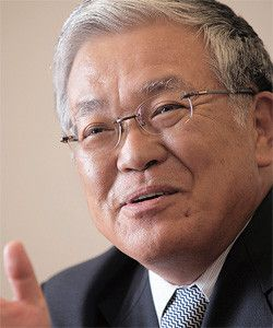 <strong>古賀信行</strong>●こが・のぶゆき 1950年、福岡県生まれ。74年、東京大学法学部卒業、野村證券入社。91年総合企画室長、93年人事部長、95年取締役、99年常務、2000年副社長。01年、持ち株会社体制に移行し、野村ホールディングスが発足。03年野村ホールディングス社長兼CEO、野村證券社長。08年より現職。