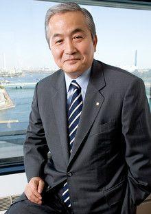 <strong>内田洋行代表取締役社長 向井眞一</strong><br>1947年、東京都生まれ。71年、明治大学経営学部卒業後内田洋行に入社。98年に代表取締役社長に就任。