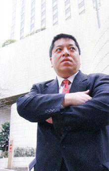 堀江被告逮捕の発端は「メシに誘わなかった」子会社社長の告発メール<br><strong>起訴休職中外交官 佐藤 優<br></strong>1960年、東京都生まれ。同志社大学大学院神学研究科修了後、外務省入省。95年より外務本省国際情報局分析第一課。2002年、背任と偽計業務妨害の容疑で逮捕。07年2月、控訴審で懲役2年6月、執行猶予4年の判決を受ける(上告中)。外務省を休職中。著書多数。
