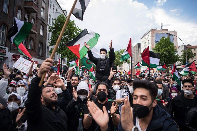 ベルリン市内でパレスチナへの支援を訴えるデモ