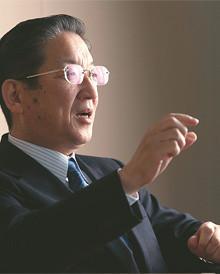 <strong>志賀俊之</strong> しが・としゆき●1953年、和歌山県生まれ。76年大阪府立大学経済学部卒業、日産自動車入社。91年アジア大洋州事業本部ジャカルタ事務所長、99年企画室長兼アライアンス推進室長、2000年常務執行役員。05年より現職。10年より日本自動車工業会会長も務める。