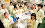 原子力技術応用工学科の皆さん。左端が田中光雄教授、右端から2人目が砂川武義准教授。