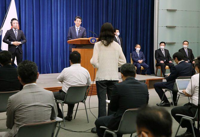 首相辞任/質問を受ける安倍首相