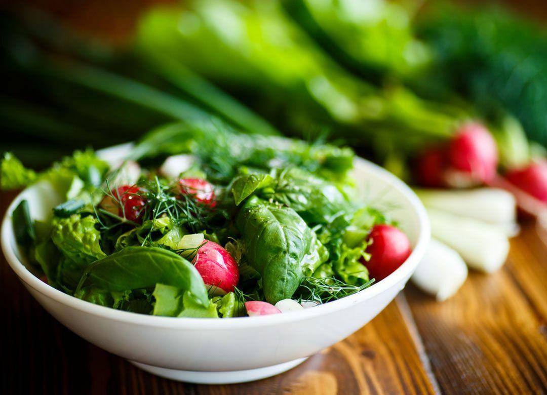 サラダばかりで空腹を満たしてもやせない やせたければ、肉と魚を塩で食べろ