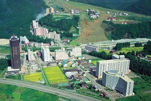 バブル崩壊で廃墟化した越後湯沢のリゾートマンション。