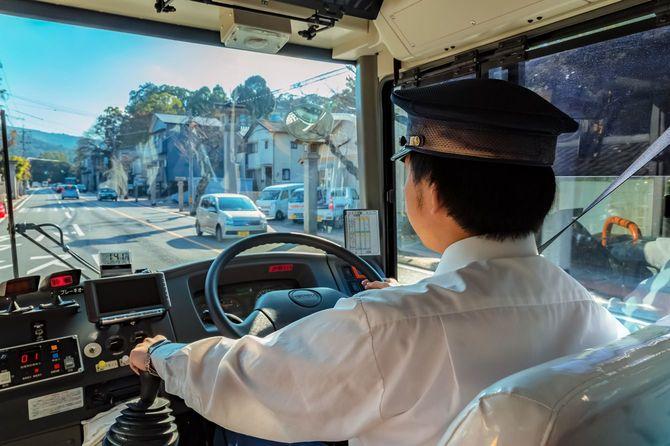 2015年11月20日、伊勢神宮に向かうバスの運転手