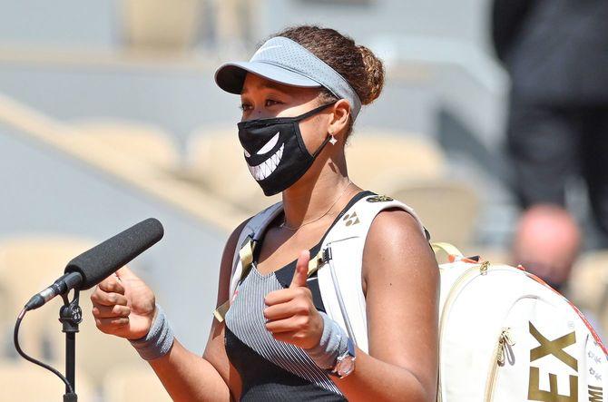 全仏オープン女子シングルス1回戦で勝利後、インタビューに応じる大坂なおみ選手