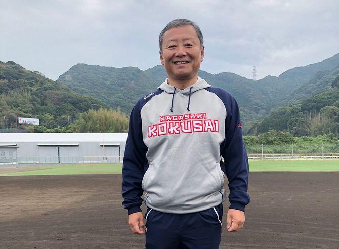 キリンホールディングスを退職し、長崎国際大学野球部の総監督になった栗原邦夫さん