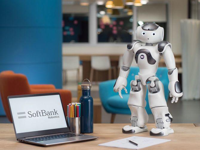 日本サード・パーティが販売するソフトバンクロボティクスのヒューマノイドロボット「NAO」の新バージョン「NAO6」。