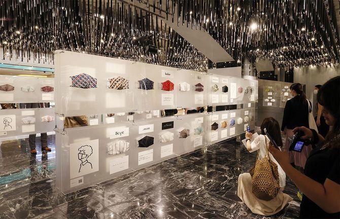 著名デザイナーが手掛けたカラフルなマスク群。伊勢丹百貨店が6月にチャリティ販売を行った(オンラインのみ)=2020年6月17日