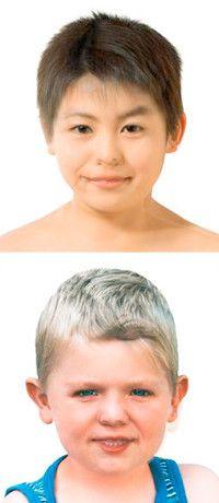 鈴木涼子「Rituko-Takumi from the Series Mama Doll」(2004年)/鈴木涼子「Britta-Benjamin from the Series Mama Doll」(2005年)母親と少年の肖像を合体させ、親子の絆と父親が不在を表現。