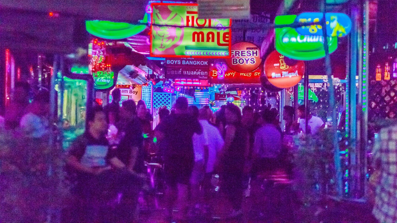 「完全非合法」タイのストリップバーに出演した日本人踊り子の思い 観光客向けの余興でしかないが…