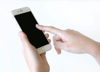 携帯料金引き下げ、大手3社への影響は