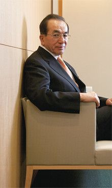 <strong>ダイキン工業 井上礼之会長●</strong>1935年、京都府京都市生まれ。57年、同志社大学卒業後、大阪金属工業(現ダイキン工業)に入社。人事部長などを経て、79年、同社取締役就任。常務、専務を経て、94年、代表取締役社長就任。2002年、代表取締役会長兼CEOに就任、現在に至る。