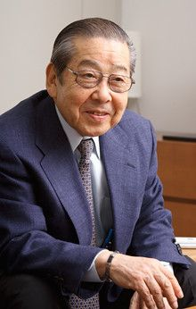 <strong>柿安本店会長 赤塚 保</strong><br>1934年、三重県生まれ。53年、前身の柿安本店に入社。68年現在の柿安本店設立と同時に専務取締役に就任。87年副社長、2001年社長に就任。2006年12月より会長。日本フードサービス協会副会長、日本能率協会委員などを兼任する。