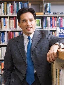 <strong>堀 義人●ほり・よしと</strong>1962年生まれ。京都大学工学部卒。住友商事在職中にMBAを取得。92年独立。グロービス経営大学院は株式会社立大学として2006年に開学、08年学校法人に転換した。
