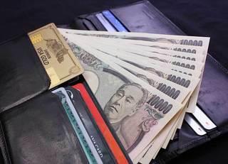 年収3000万じゃ半人前 富裕層は財布4つ