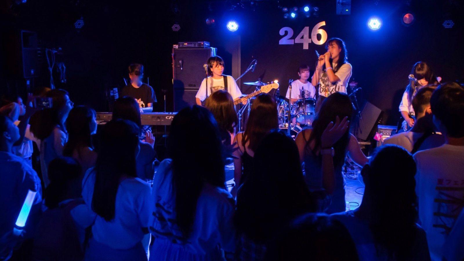マーケティングを学んだ女子高生バンドの奇跡 夏フェスで京都アニメーション応援