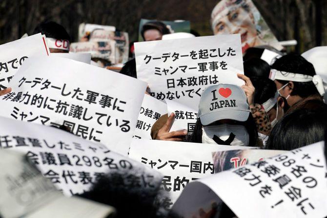 在日ミャンマー人とその支援者による東京都内でのデモ。(2021年2月14日)