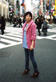 <strong>本谷有希子</strong>●1979年、石川県生まれ。2000年9月、「劇団、本谷有希子」を旗揚げ。主宰として作・演出を手掛ける。07年『遭難、』で第10回鶴屋南北戯曲賞を最年少で受賞。小説家としても才能を発揮し、06年『生きてるだけで、愛。』で芥川賞候補に。今年2月に『乱暴と待機』、3月には『ほんたにちゃん』を上梓した。