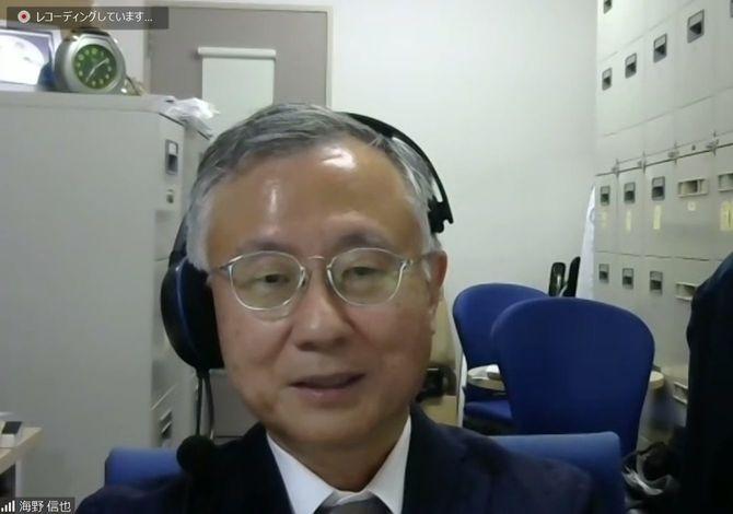 北里大学の海野信也教授。取材はビデオ会議システムを使って行なった