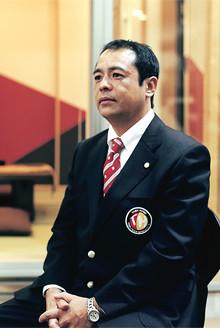 <strong>井野博文</strong>●多摩ニュータウン支店副支店長。1961年、熊本県生まれ。79年熊本商業高校卒業。京都や大阪の割烹で料理の修業を積んだ後、帰郷。家業の仕出し店での料理人、レストランマネジャー、住宅販売などを経て、兄の事業を手伝う。2003年タマホーム入社。07年より現職。