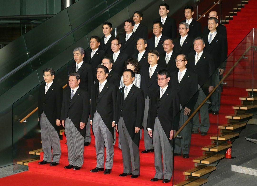 """""""右寄りのお友達""""で固めた安倍内閣の真意 記者たちは""""カツカレー政権""""と呼ぶ"""