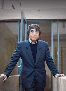 <strong>安藤忠雄●あんどう・ただお</strong><br>1941年、大阪生まれ。世界各国を旅した後、独学で建築を学び、69年に安藤忠雄建築研究所を設立。79年「住吉の長屋」で日本建築学会賞、2002年米国建築家協会金メダルなど受賞歴多数。97年東京大学教授、03年より名誉教授。独立以来、大阪が拠点。東京への出張もほぼ日帰り。「東京のほうが便利ですよ。でも、それは甘えなんです」